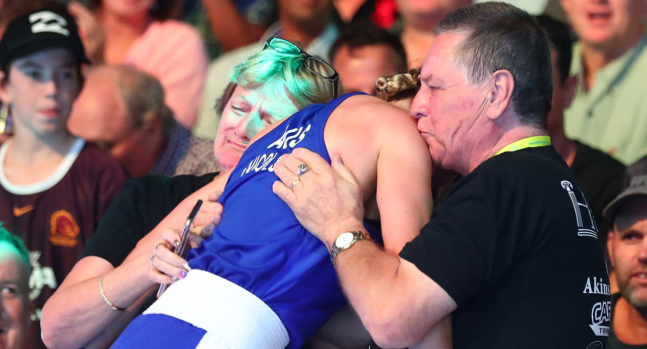 Skye Nicolson parents emotionally embrace their daughter after her gold medal win